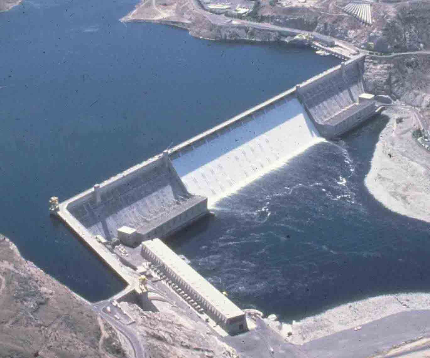 Grand Coulee Dam has 6800 MW of installed generating capacity in its four hydropower plants.
